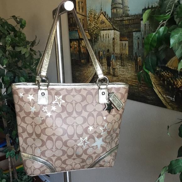 c61426ba97 Coach Handbags - Coach 💯 Authentic Heritage Star Print Tote Bag